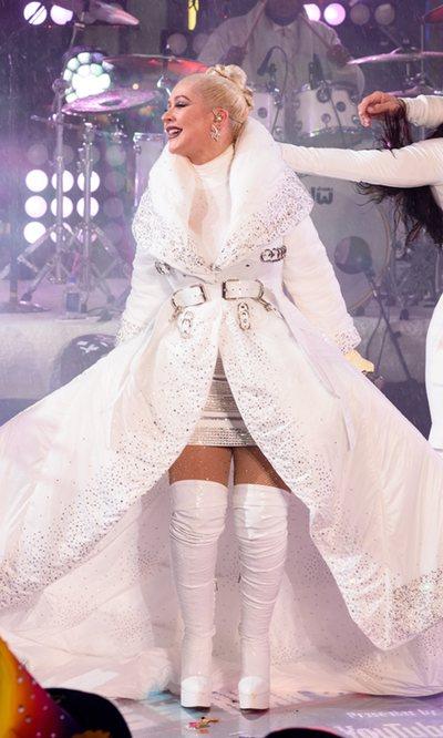 El excesivo look navideño de Christina Aguilera