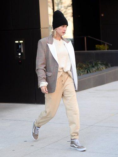 Hailey Baldwin y su estilo casual