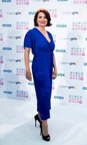 Silvia Abril se atreve con el azul eléctrico