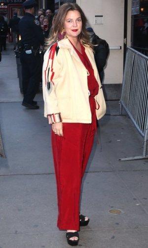 Drew Barrymore luce un increíble mono