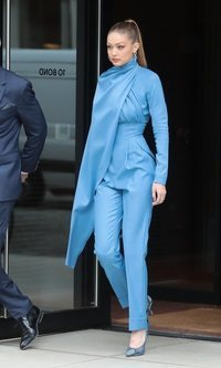 Gigi Hadid, todo al azul