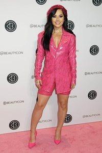 Becky G y los brillos rosas