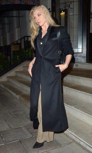 Natalie Dormer luce el perfecto look de noche