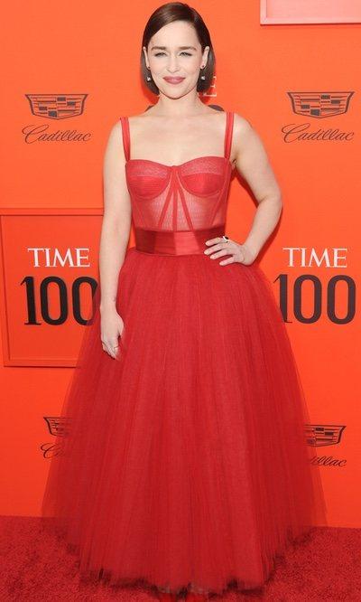 color rápido famosa marca de diseñador sin impuesto de venta Emilia Clarke enamora con su vestido rojo de tul - Looks en ...