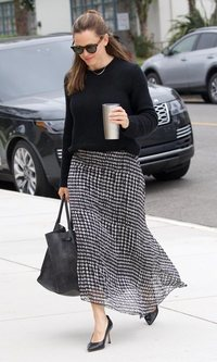 Jennifer Garner sabe cómo llevar la falda maxi