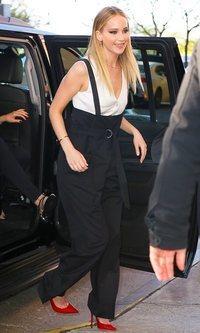 Jennifer Lawrence acierta con un look de inspiración masculina