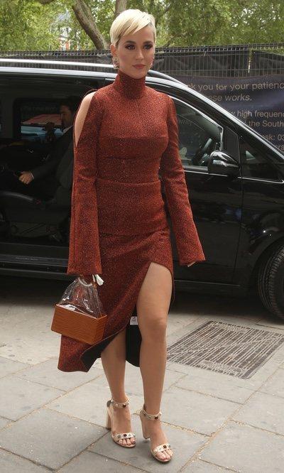 Katy Perry derrocha estilo por las calles de Londres