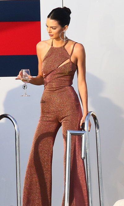 Kendall Jenner y el look perfecto para surcar la Riviera francesa