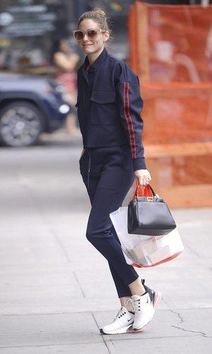 Olivia Palermo no renuncia al glamour incluso con chándal