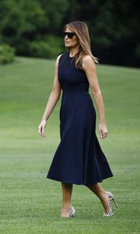 Melania Trump encuentra su inspiración en Audrey Hepburn y su little black dress