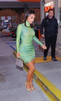 Kim Kardashian presume de curvas con su último look