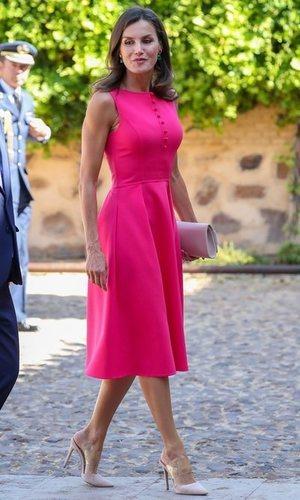 La Reina Letizia y su nuevo color fetiche, el fucsia