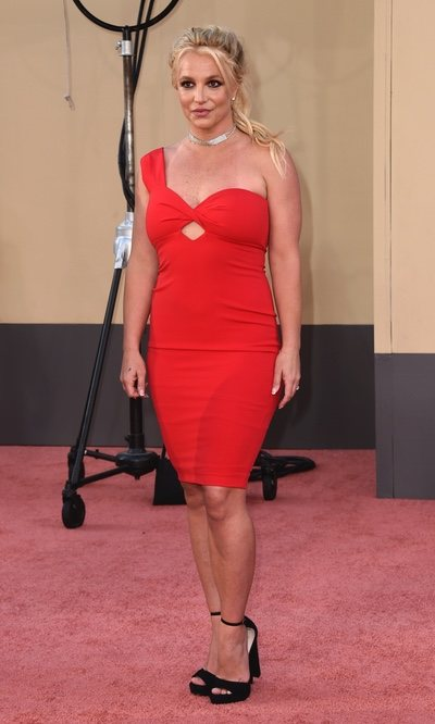 Britney Spears, radiante y de rojo en su primera red carpet