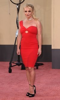 Britney Spears, radiante y de rojo en su primera red carpet