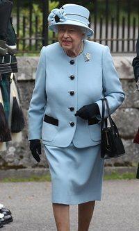 Isabel II y cómo reciclar un traje durante medio siglo