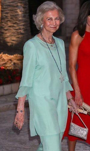 La Reina Sofía también se rinde al color del verano 2019