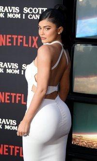 Kylie Jenner lo apuesta todo al blanco