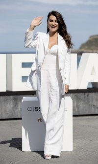 Penélope Cruz arrasa con un look total white de Chanel