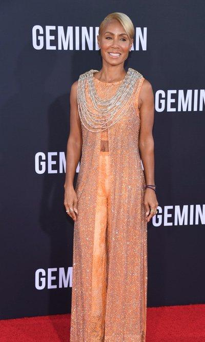 Jada Smith luce un dos piezas naranja cubierto de brillantes