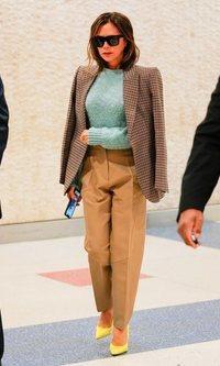 Los pantalones slouchy de Victoria Beckham son la nueva tendencia otoñal
