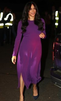 El look violeta low cost de Meghan Markle