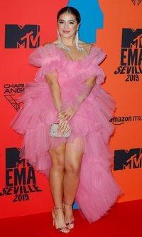 Lola Índigo deslumbra con vestido de tul rosa