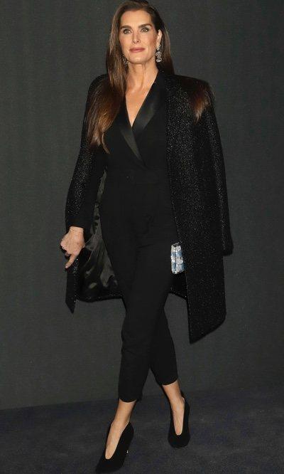 El total black de elegancia impoluta de Brooke Shields