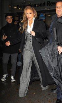 Clásico para la oficina: el último look de Jennifer Lopez