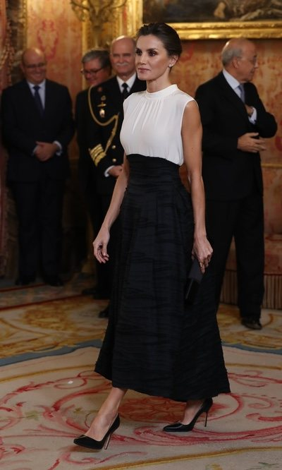 La falda 'efecto corsé' de la Reina Letizia