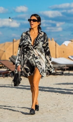 Kourtney Kardashian: elegante hasta en la playa