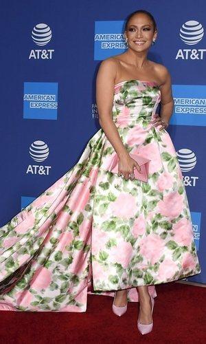 Jennifer Lopez y el vestido ideal para una alfombra roja en Palm Springs