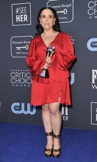 Alex Borstein brilla en los Critics Choice Awards 2020
