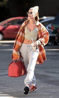 El street style más descuidado de Hailey Baldwin