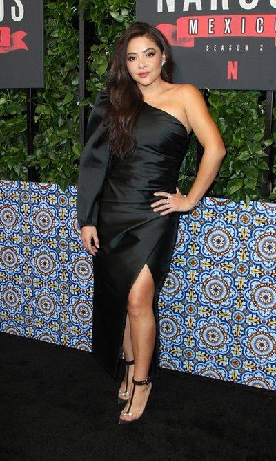 Teresa Ruiz arrasa con un vestido asimétrico