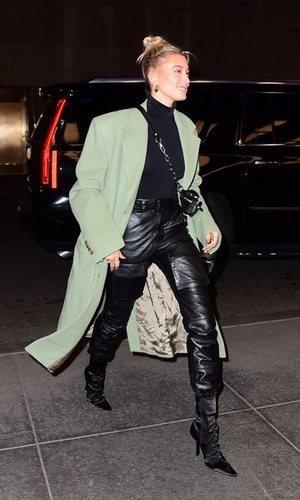 Hailey Baldwin vuelve a marcar tendencia con su look