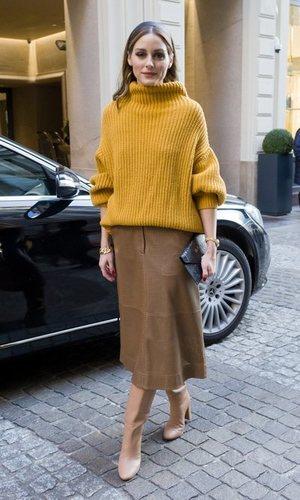 Olivia Palermo triunfa con un look oversize en tonos tierra