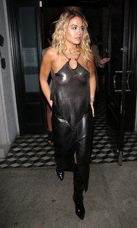 El look de transparencias de Rita Ora