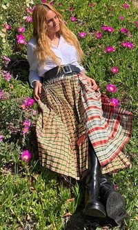 El look bucólico pastoril de Blanca Miró que huele a libertad