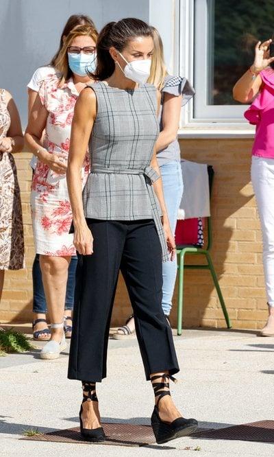 Las claves de la Reina Letizia para los looks de entretiempo