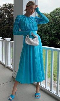 Elsa Hosk confirma que los vestidos más recados serán los perfectos esta temporada