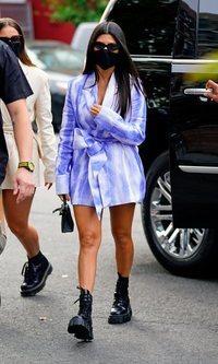 Kourtney Kardashian apuesta por un arriesgado vestido