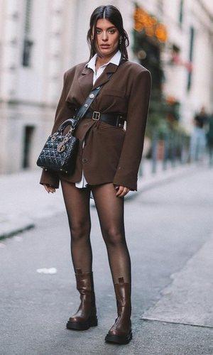 Dulceida demuestra que negro y marrón sí son una opción en un mismo look