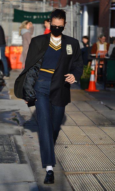 Bella Hadid se viste como nuestras pijas favoritas del Upper East Side