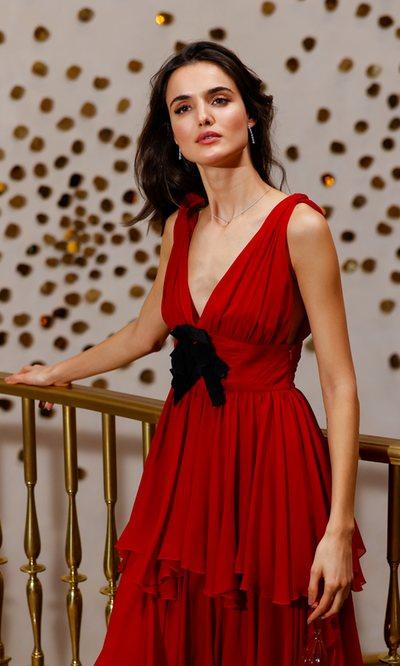 Blanca Padilla vuelve a casa por Navidad con el look ideal para las fechas
