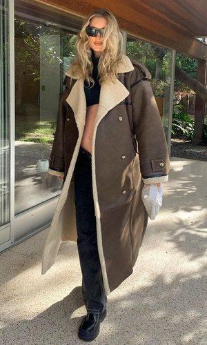 Elsa Hosk tiene la chaqueta de moda en versión abrigo
