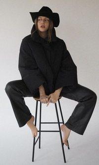 Sombrero de cowboy: la tendencia que llevó antes Gigi Vives que Kendall Jenner
