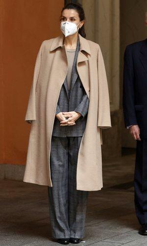 La Reina Letizia consigue de nuevo un look ideal a base de prendas que ya conocíamos