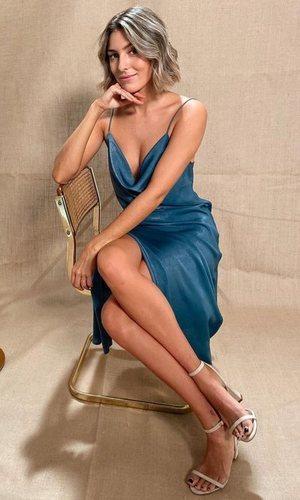 El vestido lencero de Anna Ferrer que nos hace soñar con volver a salir de fiesta