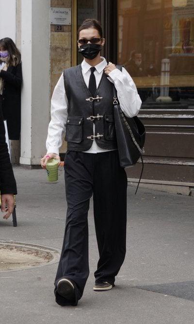 El look de Bella Hadid que aúna las tendencias de esta temporada