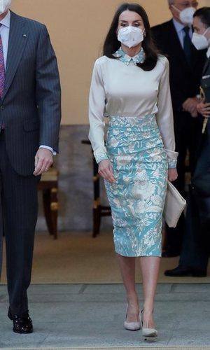 La Reina Letizia recupera uno de los looks más especiales firmados por Duyos
